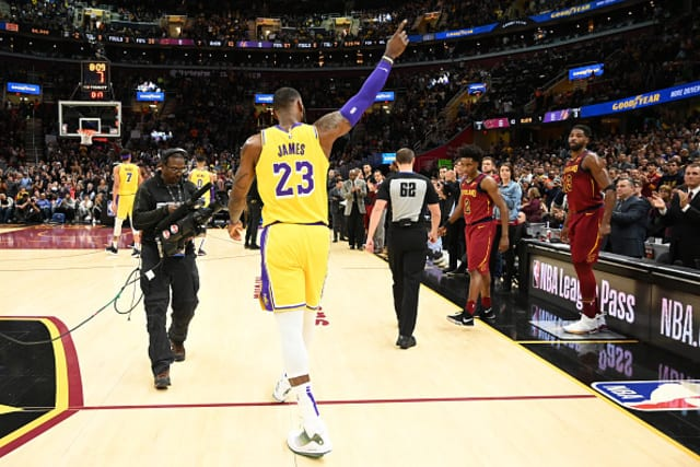 new arrival 76a1a a2639 Lakers News  LeBron James Enjoyed Mutual Appreciation With Cavs Fans
